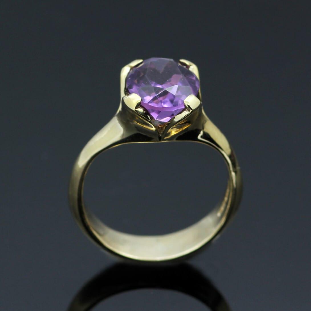 Oval cut Amethyst gemstone set in modern 9ct Yellow Gold ring shank