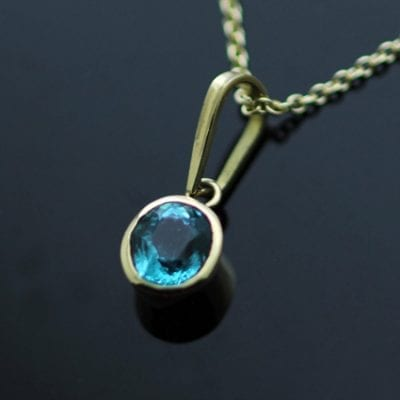 Modern gemstone jewellery Oval cut Apatite gem 18ct Yellow Gold necklace