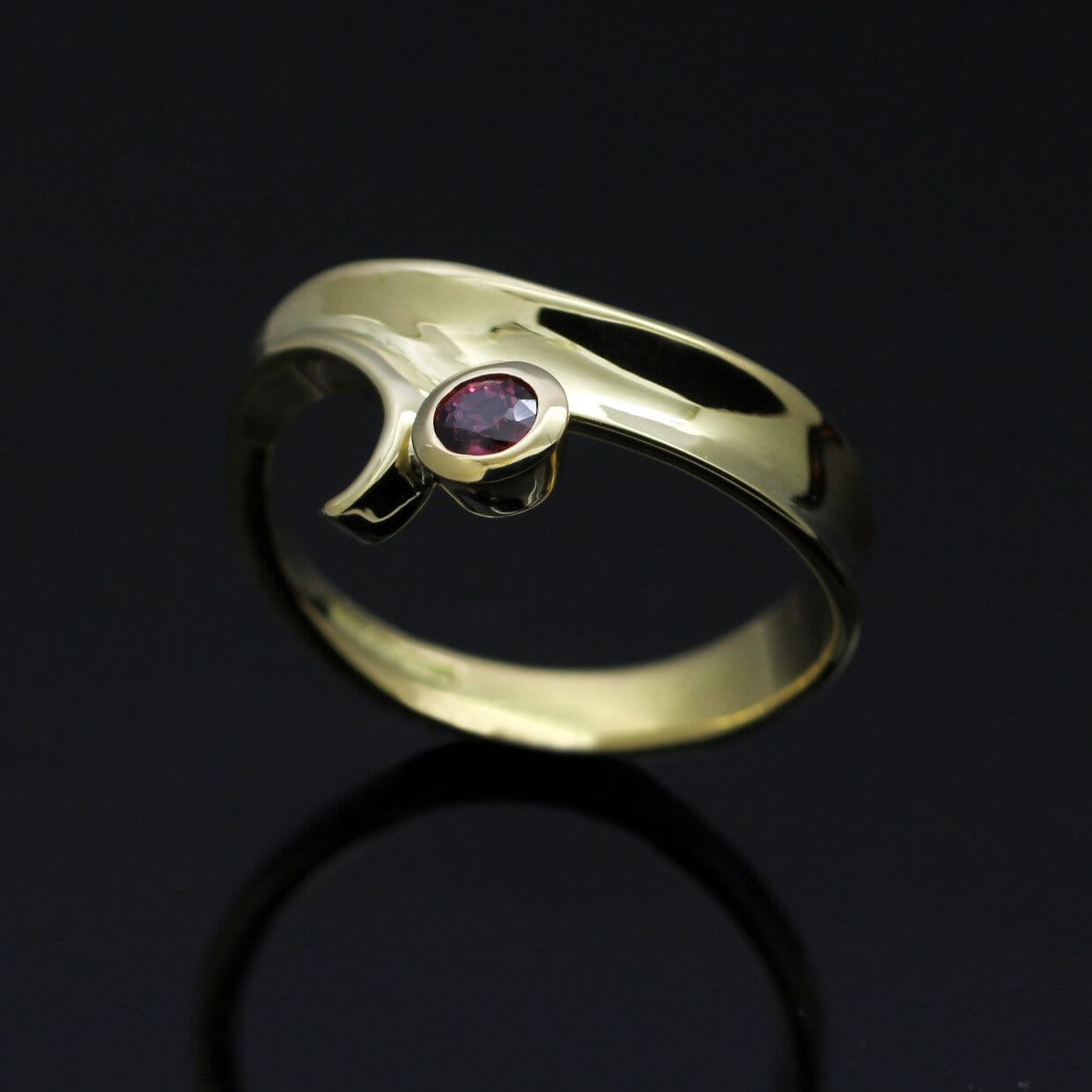 Unique modern yellow gold ruby dress ring