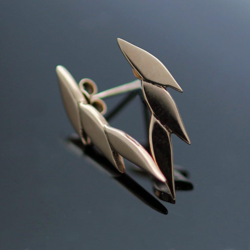 Modern stud earrings rose gold minimal design