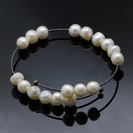 creamy white modern pearl bracelet