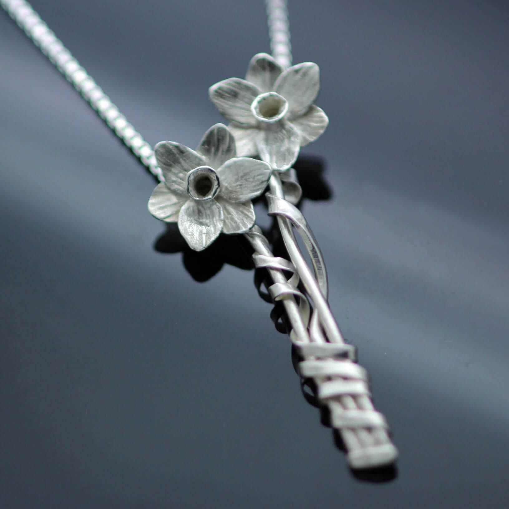 unique design hand made daffodil silver necklace