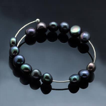 Peacock Pearl bracelet by Sussex Jeweller Petra de Souza