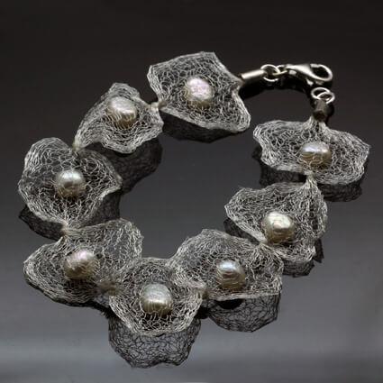 Handmade white pearl bracelet unique style