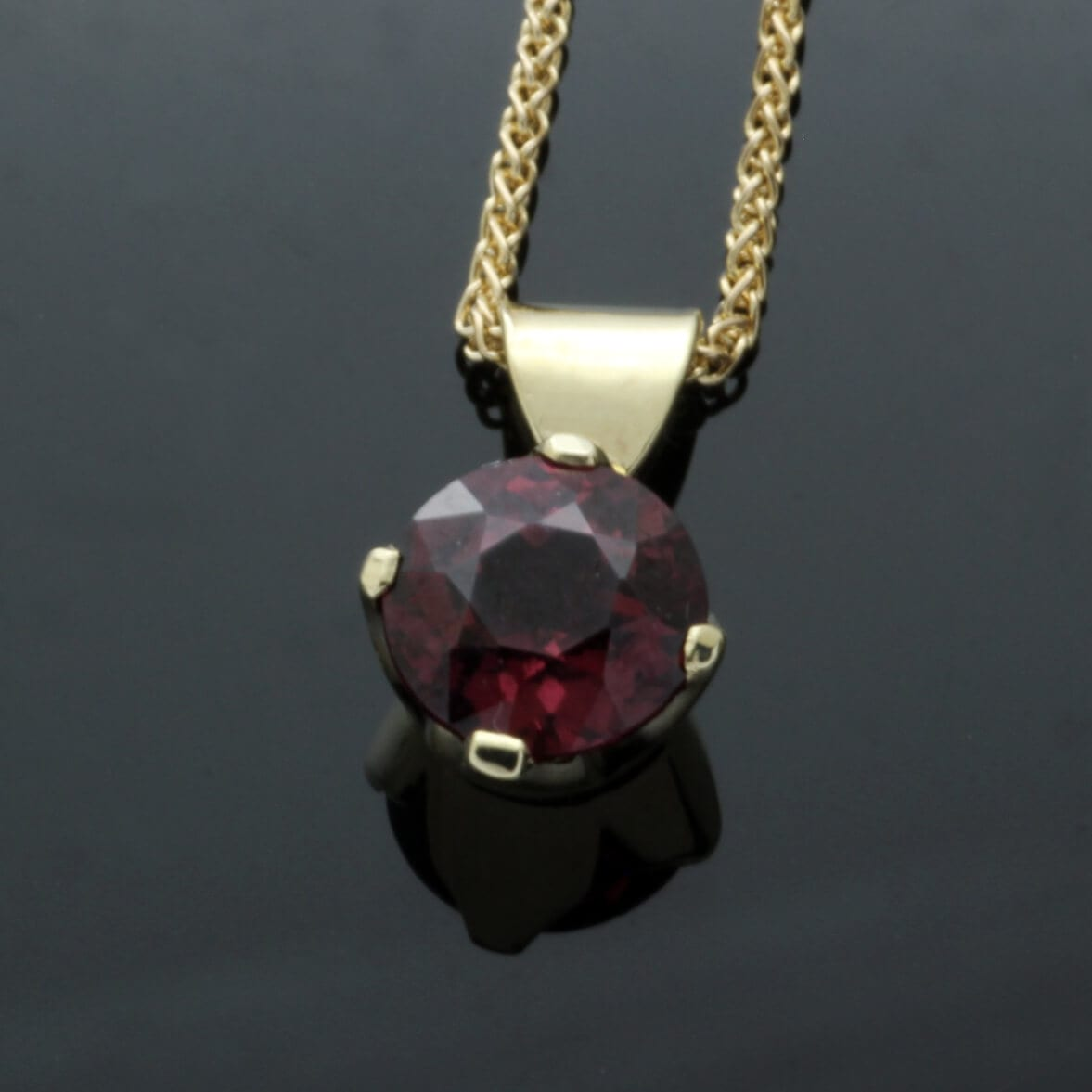 18ct Yellow Gold Garnet birthstone modern pendant