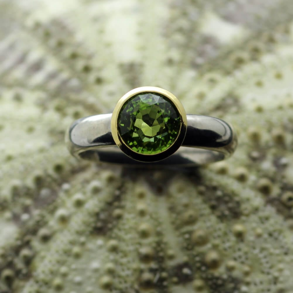 Round Brilliant Peridot gemstone Yellow Gold Silver cocktail ring