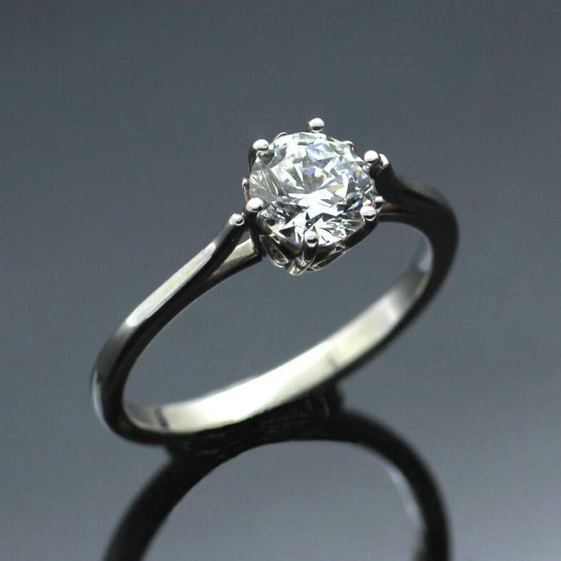 Round Brilliant 0.75ct Diamond set in Platinum engagement ring