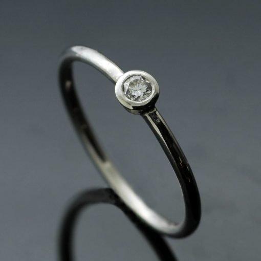 Platinum engagement ring with Round Brilliant Solitaire Diamond