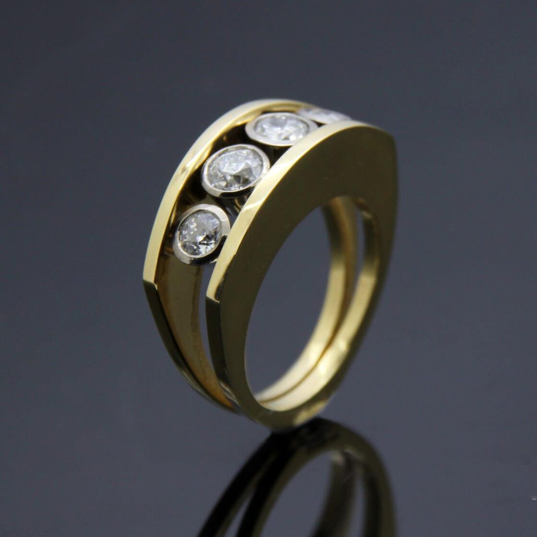 Handcrafted bespoke jewellery by Julian Stephens Goldsmith