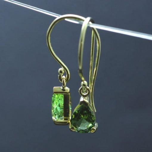 Pear cut green tourmaline 18ct yellow gold droplet dangle modern earrings