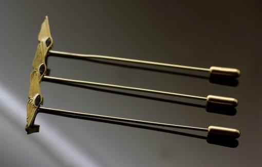 Handmade modern yellow gold sapphire stick pin
