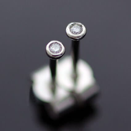 Round Brilliant Diamond Platinum modern stud earrings